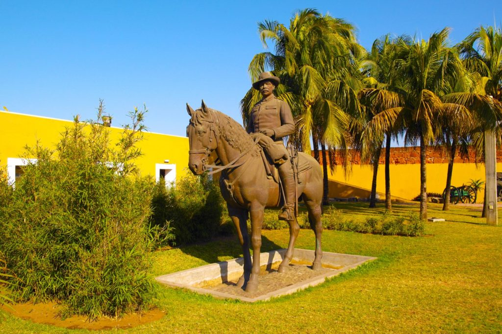 Statue at Fortaleza de Maputo