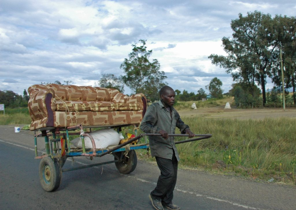 Kenya - Handcart pusher