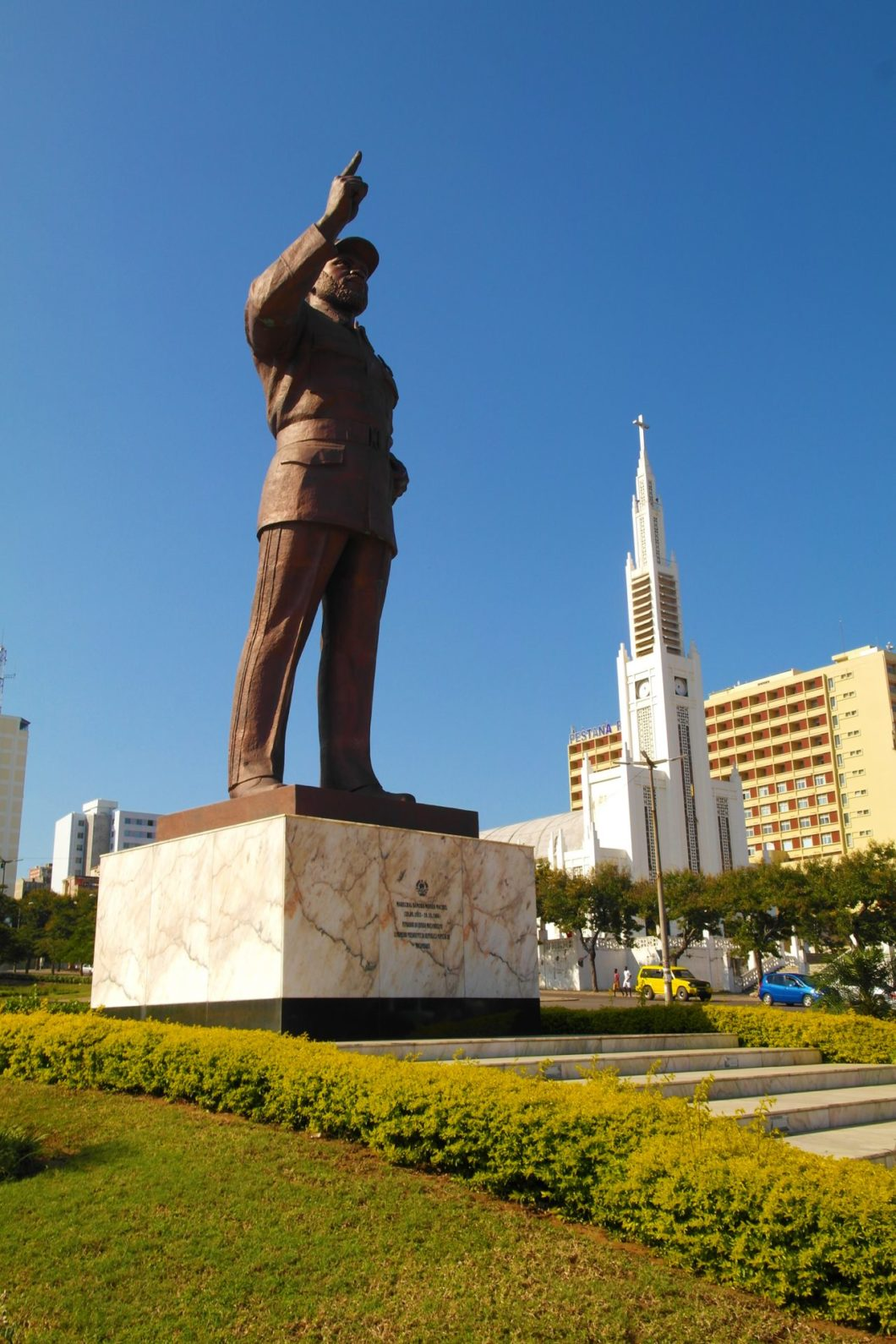 Maputo - Samora Machel statue