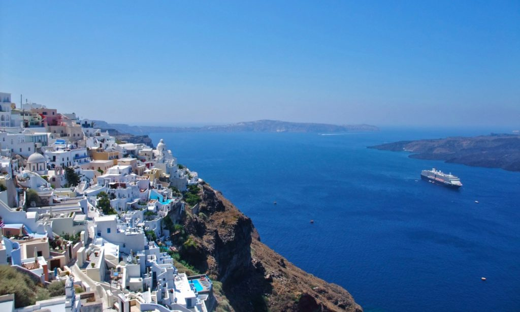 Thira town, Santorini. A spectacularly beautful view!