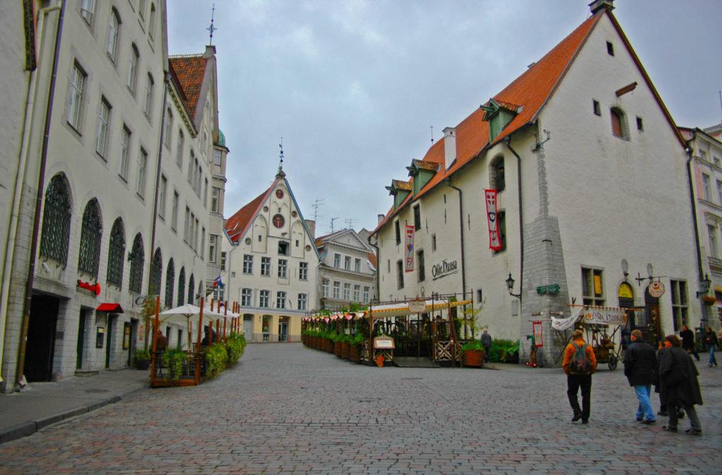Tallinn Old Town – Vana Turg and the famous medevial restaurant Olde Hanse